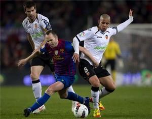 Iniesta: Real będzie musiał walczyć do końca