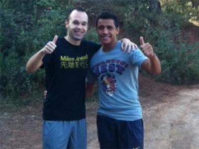 Iniesta i Alexis wracają do zdrowia