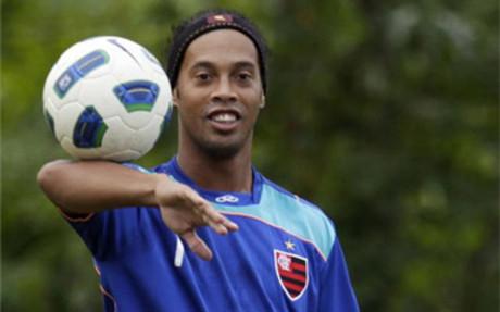 Ronaldinho: Chciałbym zagrać jeszcze kiedyś z Messim