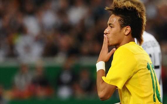 Oliveira: Neymar wypełni swój kontrakt