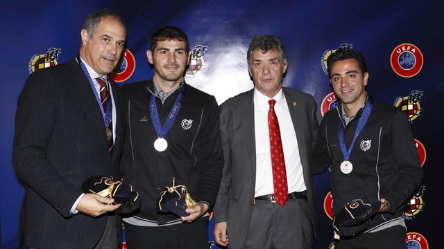 Zubizarreta i Xavi wyróżnieni przez UEFA