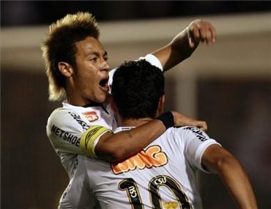 Santos pierwszym finalistą