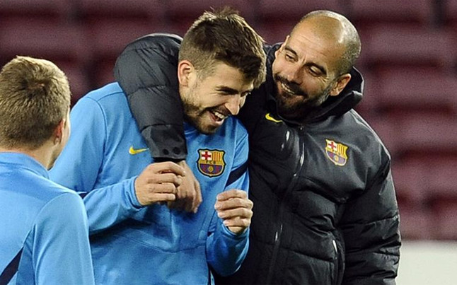 Guardiola i Piqué żartują, zaprzeczając sporowi