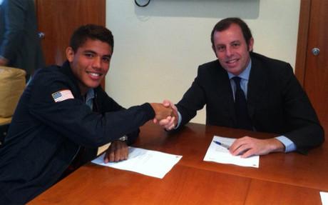 Jonathan przedłużył kontrakt!