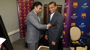 Piłkarze w nowych garniturach