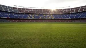 """Camp Nou z nową """"starą"""" trawą"""