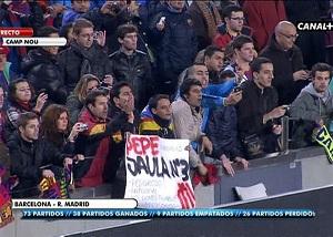 """Okrzyki """"Morderco"""" i banery przeciwko Pepe"""