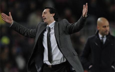 Emery gratuluje Barçy
