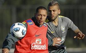 Alves i Adriano powołani do kadry Brazylii