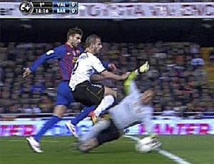 Pinto zagrał ręką poza polem karnym