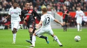 Bayer pokonuje Bayern  (2-0)