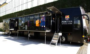 FCBotiga Bus Mobile odsłonięty w Ciutat Esportiva