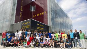 Pierwsze grupowe zdjęcie La Masii z jej mieszkańcami