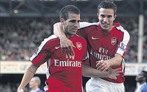 Cesc chce Van Persiego w Arsenalu… lub w Barçy