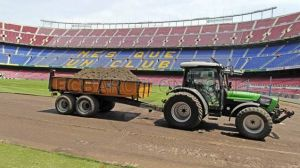 Wymiana murawy na Camp Nou