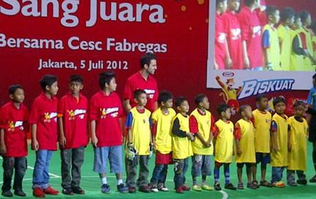 Fàbregas bierze udział w imprezach promocyjnych