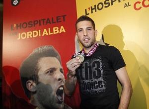 Jordi Alba cieszy się z wakacji