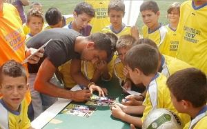 Martín Montoya odwiedził dzieci na obozie