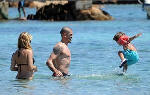 Valdés z rodziną na Sardynii