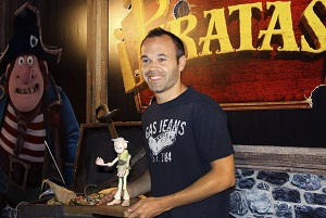 """Andrés Iniesta wchodzi do kin z """"Piratami"""""""