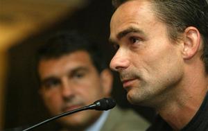 Overmars odwiedza zawodników Barcelony i… chce Fontàsa