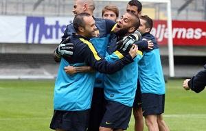 Alves trenuje normalnie, Puyol na siłowni