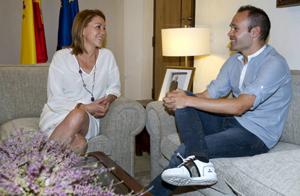 Prezydent Kastylii-La Manchy gratuluje Inieście