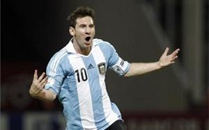 """""""Cristiano! Cristiano!"""" w stronę Messiego"""