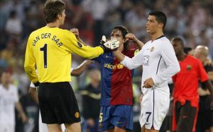 Van der Sar: Ronaldo jest tak samo dobry jak Messi