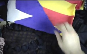"""""""Barça Fanàtics"""" z flagami niepodległościowymi"""