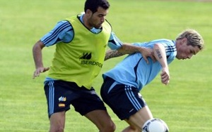 Sergio Busquets i Sergio Ramos w środku obrony