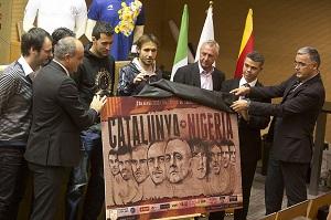 Busquets i Cruyff na prezentacji meczu Katalonia-Nigeria