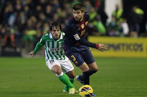 Piłkarze gratulują Messiemu