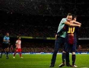 Historyczny uścisk Leo dla fana Barçy