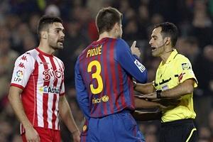 Piqué musi współpracować z arbitrem