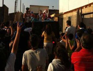 Alexis Sánchez uszczęśliwia dzieci w Tocopilli