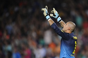 Camp Nou przywitało oklaskami Víctora Valdésa