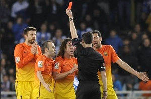 Jedynie Motta miał więcej czerwonych kartek niż Piqué