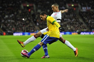Dani Alves i Adriano polegli na Wembley