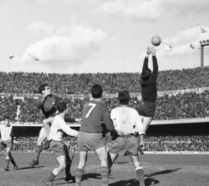 Pierwszy mecz w południe od 1965 roku