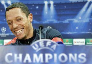 Adriano radzi Neymarowi podpisać kontrakt z Barçą