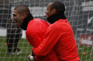 Henry pracuje nad transferem Valdésa do Arsenalu