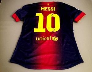 Do kogo trafiła koszulka Messiego?