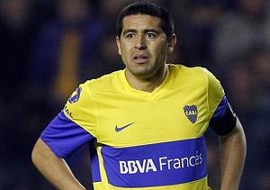 Riquelme: Messi nie może mieć długo piłki, bo Iniesta zabawia ludzi