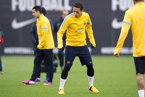 Adriano pracuje, aby móc zagrać przeciwko PSG