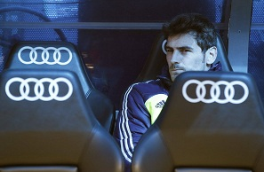 Arsenal chce Ikera Casillasa albo Valdésa