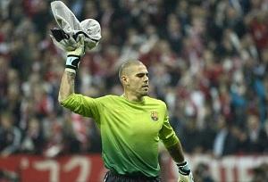 Víctor Valdés bez sponsora na koszulce