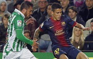 Christian Tello i Javi Chica w meczu Betis-Barcelona na Camp Nou.