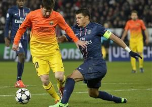 Messi i Silva podczas meczu ćwierćfinałowego LM w Paryżu.