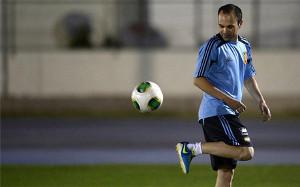 Iniesta: Nie ma większego wyzwania, niż pokonanie Brazylijczyków na ich stadionie